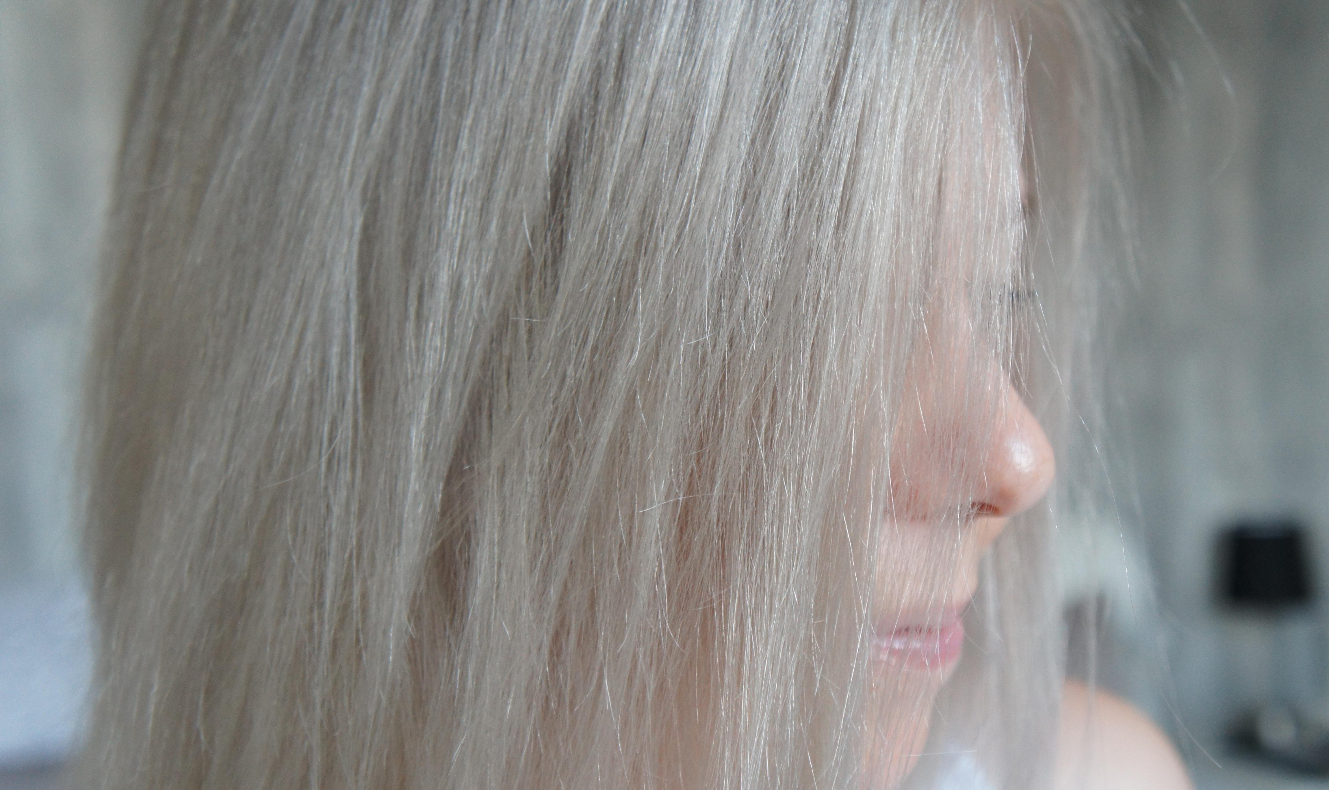 Meine haare sind aschblond dank loreal dialight for 10 minuten haarfarbe